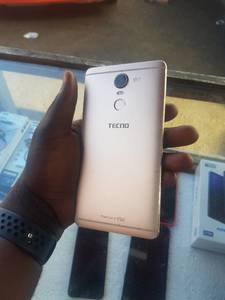 Tecno phantom 6 plus 64 Giga